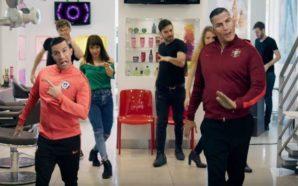 ¿Cristiano Ronaldo y Alexis bailando en una peluquería?