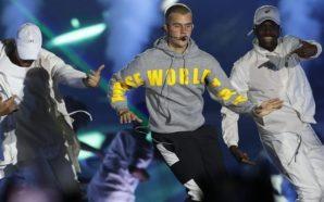 CH45. SANTIAGO (CHILE), 23/03/2017.- El cantante canadiense Justin Bieber se presenta en concierto hoy, miércoles 23 de marzo de 2017, en el Estadio Nacional de Santiago (Chile). EFE/Lucas Galvez CHILE MÚSICA