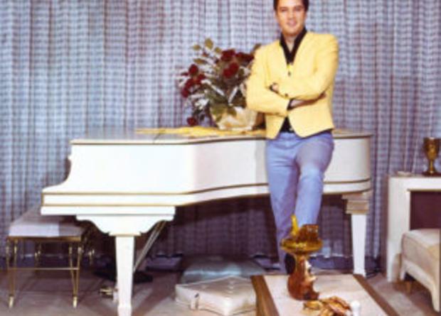 elvis-at-his-knabe-piano-300x254