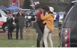 Imágenes de Malia Obama besando a joven causan revuelo