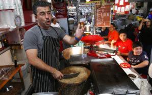 Ópera improvisada sorprende en mercados de México